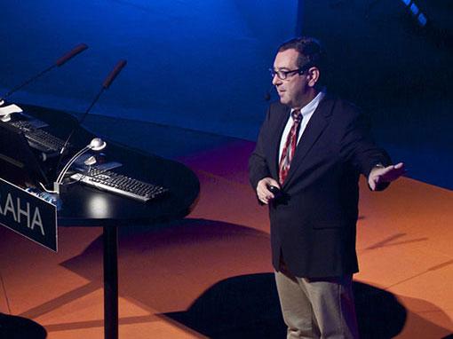 Bern Szukalski speaking on stage